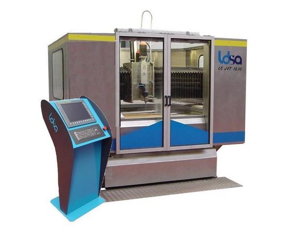 Machine de decoupe à jet d'eau abrasif - type lc jet 10.10