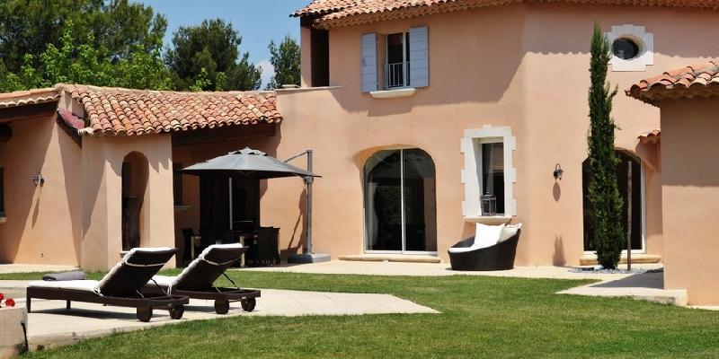 Maisons du midi produits habitations completes for Garage es saidi saint cannat