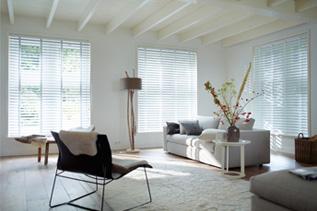 store venitien aluminium contemporain par excellence. Black Bedroom Furniture Sets. Home Design Ideas