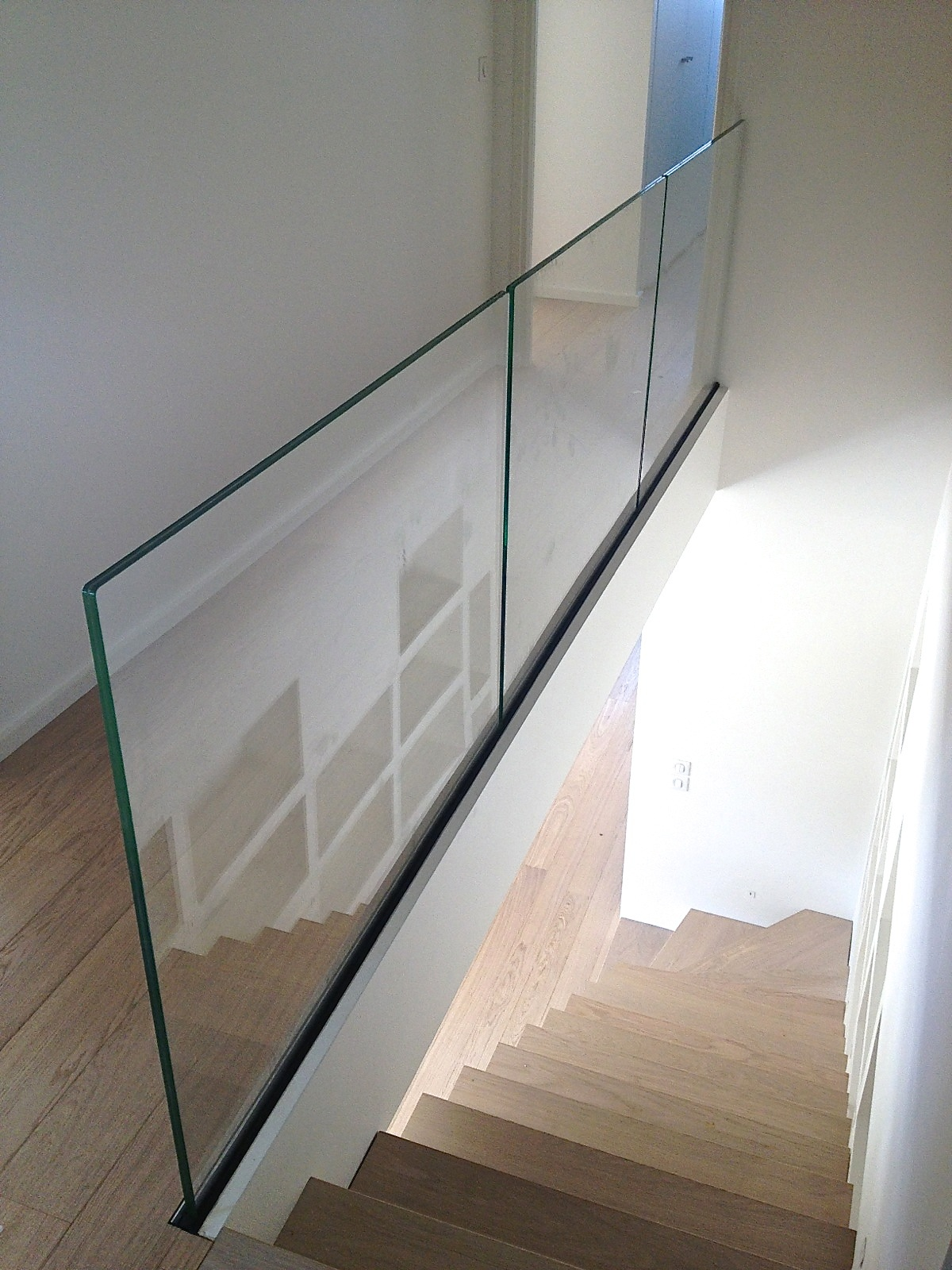 Raily garde corps verre fixation laterale ou encastre au for Hauteur balustrade