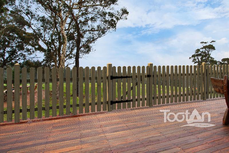tootan produits clotures en bois. Black Bedroom Furniture Sets. Home Design Ideas