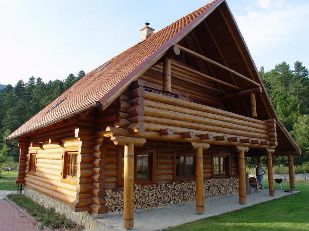 Chalet bystricka for Maison rondin bois tarif