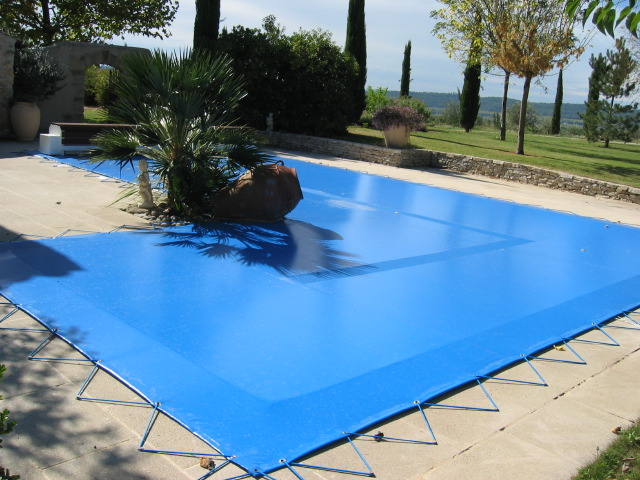 Baches de piscine for Bache pour piscine enterree