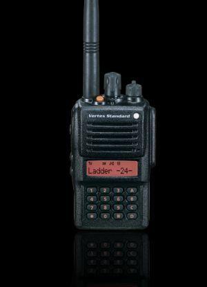 RADIO PORTABLE PROFESSIONNELLE VX-820E