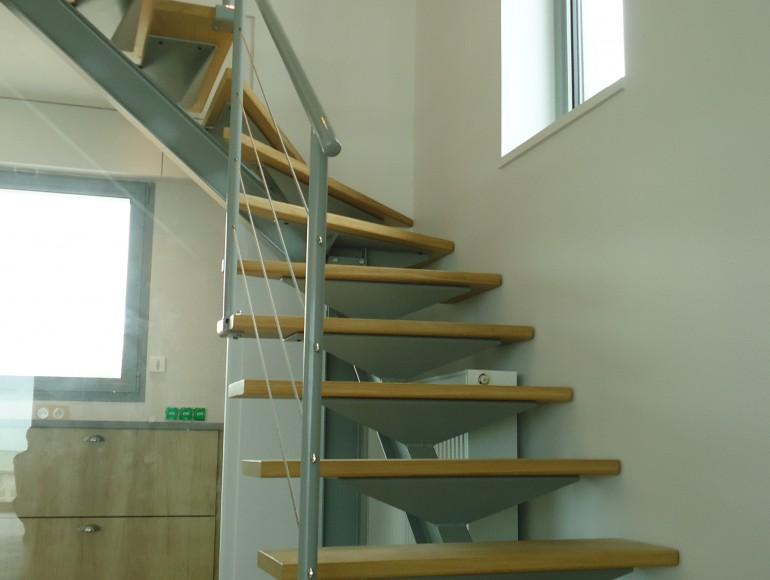 escaliers droits loft industriel limon central profil industriel. Black Bedroom Furniture Sets. Home Design Ideas