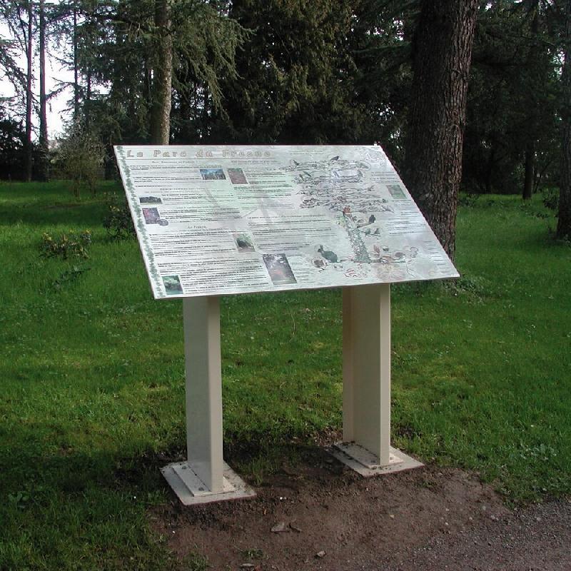 Panneaux d'affichage signalétique extérieur