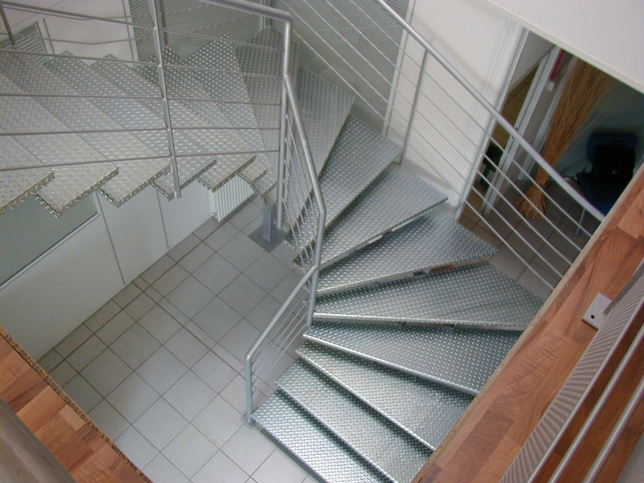pose carrelage escalier tournant great type duescalier with pose carrelage escalier tournant. Black Bedroom Furniture Sets. Home Design Ideas