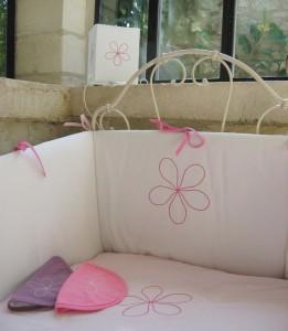 linge de lit bebe tour de lit fleur. Black Bedroom Furniture Sets. Home Design Ideas
