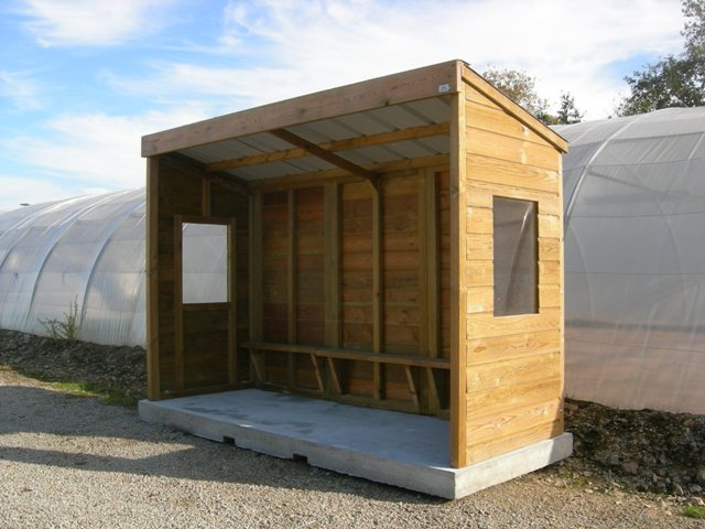 Abri bus cl4 / structure en bois /  bardage en bois / avec banquette / 200 x 330 cm