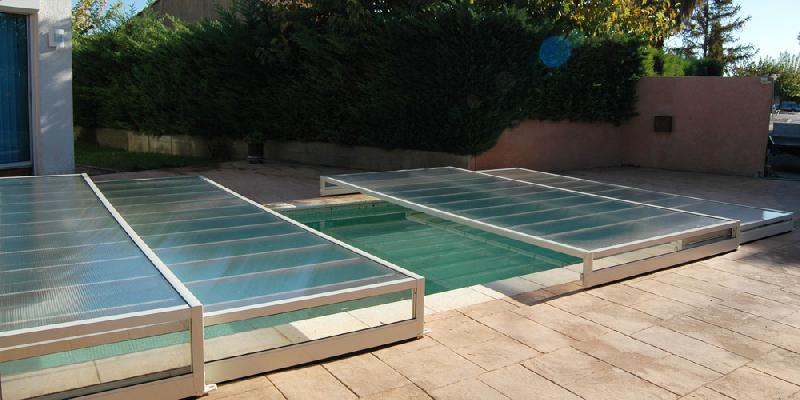 Abris piscine plats safir for Tunnel pour piscine