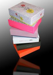 boites cadeaux tous les fournisseurs boite cadeau valisette boite cadeau coffret boite. Black Bedroom Furniture Sets. Home Design Ideas