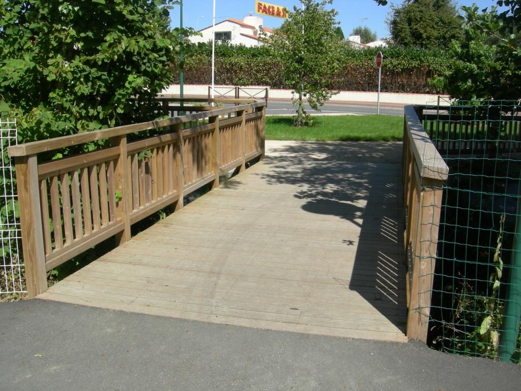 Top 10 des petits ponts et passerelles sur - Passerelle en bois pour jardin ...