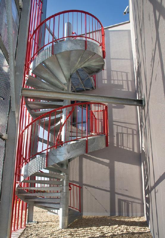escaliers helicoidaux de secours hotel balladins st dizier 52. Black Bedroom Furniture Sets. Home Design Ideas