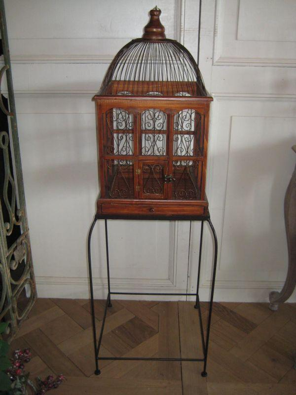 cage a oiseau sur pied. Black Bedroom Furniture Sets. Home Design Ideas