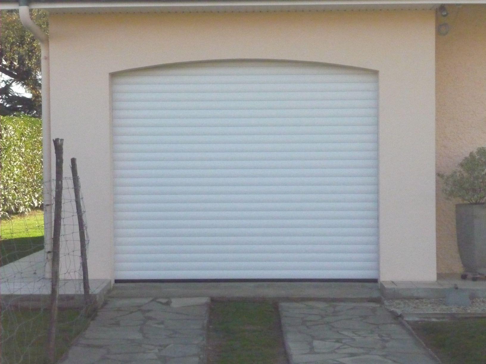 Portes de garage les fournisseurs grossistes et fabricants sur hellopro - Porte enroulable garage ...