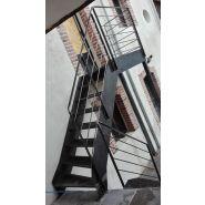 Escalier acier extérieur type industriel