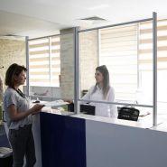 CLOISONS ÉCRANS DE PROTECTION PLEXI/ALU POUR COMPTOIRS & BUREAUX