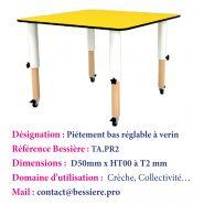 Table carré avec piétements  réglables en hauteur