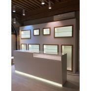 Comptoir pour magasin - A4 Inside - Ensemble caisse avec vitrine et éclairage