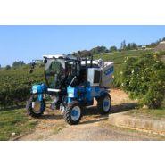 1096 - Tracteur enjambeur - Bobard - à 4 roues motrices à transmission hydrostatique