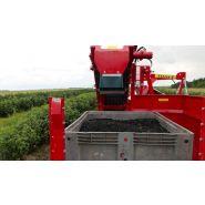 Récolteuse à demi-rang joanna-4 - weremczuk - puissance minimale requise  40 hp - productivité 0.15 à 0.25 ha/h