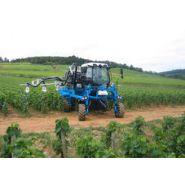 1070 - Tracteur enjambeur - Bobard - à 4 roues motrices à cylindrée égale