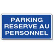 Panneau de signalisation - parking reserve au personnel