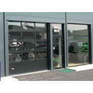 Porte sectionnelle industrielle / repliable latéralement / vitrée / en panneau sandwich / avec portillon /