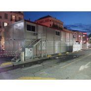 Construction modulaire / base vie / bureau / réfectoire / salle de classe / porte / fenêtre / escalier