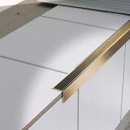 STAIRTEC AE - Nez de marche d'escalier - Profilitec S.p.A. - En laiton ou en aluminium strié après pose - H : 21x21 à 30x30 mm