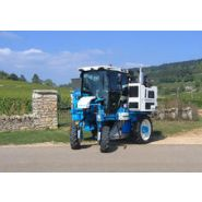 1027 - Tracteur enjambeur - Bobard - à 4 roues motrices à transmission hydrostatique