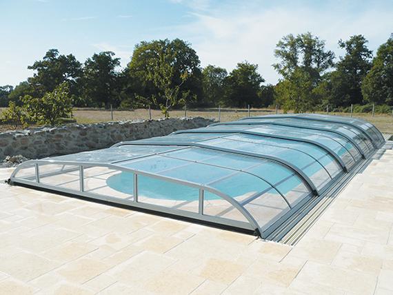 Abri de piscine rideau sur for Abri piscine rideau