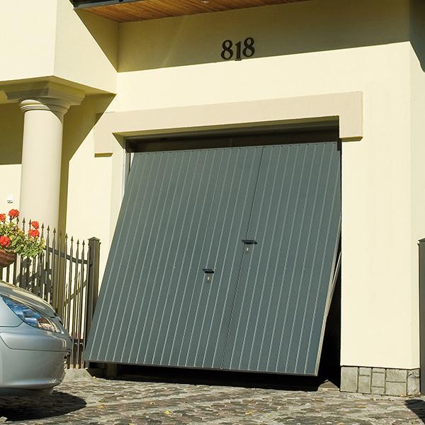 Porte De Garage Basculante Motorisee Debordante En Acier