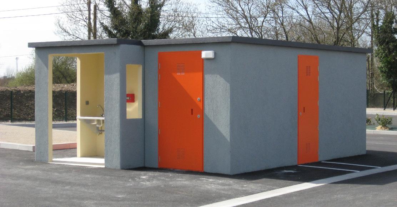Sanitaires publics extérieurs module deux familles / 2 wc / 2 douches