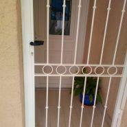 Grille de protection d'entrée - jlf - grille de sécurité ouvrante de porte