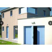 Porte de garage sectionnelle maori / motorisée / ouverture plafond / en acier / avec portillon et hublot / isolation thermique / étanche à l'air
