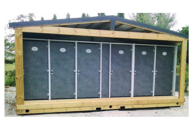 Sanitaires publics extérieurs pmr houat plus fermé / 4 cabines / 6 x 2.92 x 3.23 m