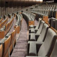 Cube court - fauteuil pour salle de spectacle - quinette gallay - encombrement assise relevée : environ 40 cm