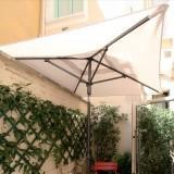 Le pub-parasol centré